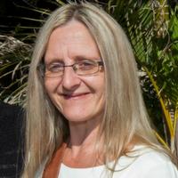 Suzanne TAU